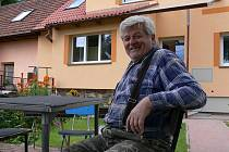 Jiří Matyš  býval v Radimovicíh u Tábora řadu let starostou. Práci přenechal raději mladším.