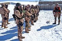 Afghánistán nyní svírají tuhé mrazy. Ani ty však práci českých a táborských vojáků nezastaví v plnění úkolů. Jedním z nich je například střelecká příprava.
