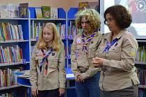 Ostřílení skauti Julie (alias Žížala) a Václav Měřínští se ve středu 2. října sešli v táborské knihovně a vyprávěli dětem ze Základní školy Mikuláše z Husi o svém nejčerstvějším zážitku.
