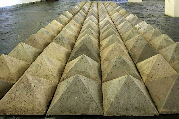 Až do 7. října si můžete v Mezinárodním muzeu keramiky v Bechyni prohlédnout výstavu Křížová cesta Petry Křivové Peškové