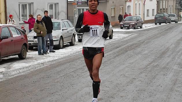 DVOJITÝ TRIUMF. Mulugeta Serbessa zvítězil na Silvestra v Jistebnici a den poté ovládl Novoroční běh v Táboře.