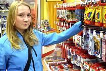 Na nákup výbavy vyrazila i Adéla Žižlavská, která si školní potřeby vybírá podle svého uvážení.