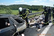 Hasiči zasahovali u požáru auta na dálnici poblíž Chotovin.