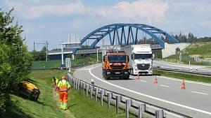 Společná akce Ředitelství silnic a dálnic (ŘSD), Besip a dopravní policie v Chotovinách na Táborsku.
