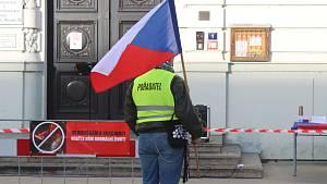 V Táboře demonstrovali odpůrci roušek