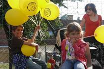 V pátek to na zahradě táborské základní školy Orbis Pictus vypadalo spíš jako na pouti než ve škole. Zábavné odpoledne si vyžádalo 10. výročí existence zařízení.