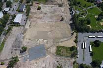 Pohled na plochu budoucí čtvrti Dvorce v Táboře.