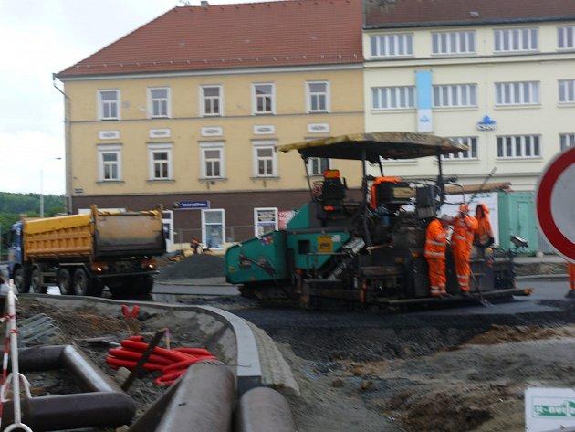 Rekonstrukce Křižíkova náměstí v Táboře má tři týdny zpoždění