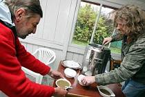 Bezdomovci dostanou v Klokotech polévku