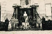 Tryzna za prezidenta T. G. Masaryka na mladovožickém Žižkově náměstí v roce 1937.