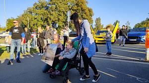 Charitativní sraz mustangů a US Cars v Táboře se konal v sobotu 9. října již počtvrté.