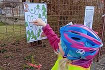 Na plotě ZŠ a MŠ najdete speciální úkoly a výukové materiály pro malé i velké kolemjdoucí.