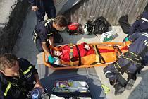 Zraněná osoba se podle hlášení z tísňové linky nacházela na vrcholu věže zříceniny Choustník.