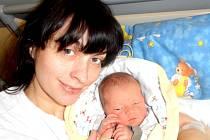 Vojtěch Holuša, první Jihočech, narozený 5 minut po půlnoci se svou maminkou Alenou Holušovou ze Sezimova Ústí.