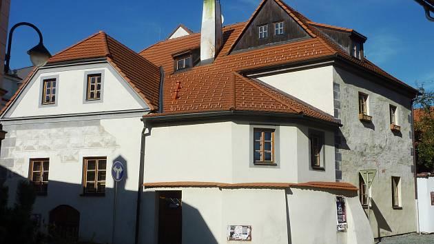 Hradiště nad Lužnicí, pozdější Tábor, zapálili sami jeho obyvatelé. Nastěhovali se do Sezimova Ústí.