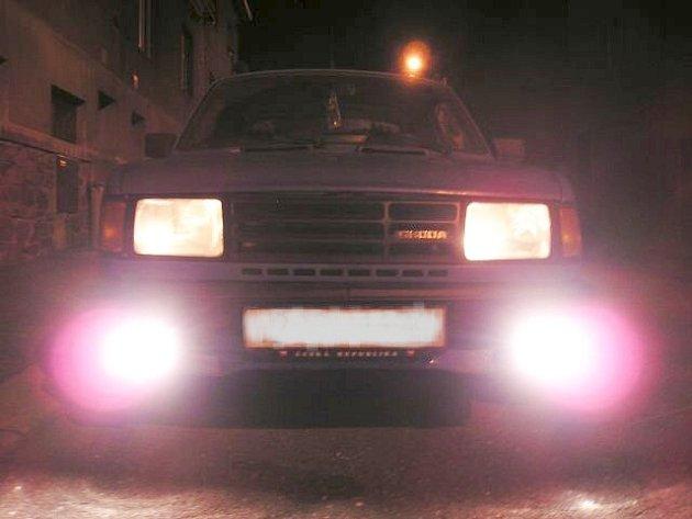Mlhová světla může řidič použít pouze za mlhy, sněžení nebo hustého deště.