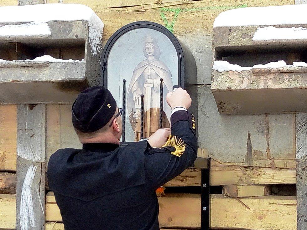 Ražbu drážního tunelu u Ješetic bude chránit sv. Barbora.