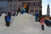 Loni Tábor pořídil dětem sníh na náměstí poprvé.