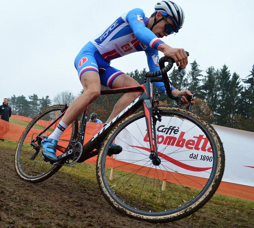 Evropský šampionát cyklokrosařů v Táboře. Závod juniorů. Vyhrál Švýcar Loris Rouiller, pro stříbro si dojel Tomáš Kopecký (černá helma, číslo 16 a kolo Colnago). Jakub Ťoupalík (bílá helma, číslo 23 a kolo Stevens) dojel na 18. pozici.