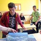 Studenti gymnázia se zapojili do výstavy obrazů jižních Čech.