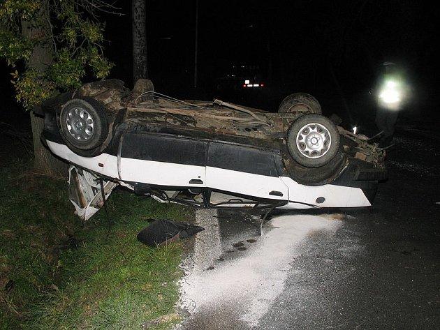 Tragická dopravní nehoda u obce Želeč zmařila dva mladé životy.