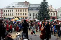 Vánoční trhy lákají tradičně stovky lidí.