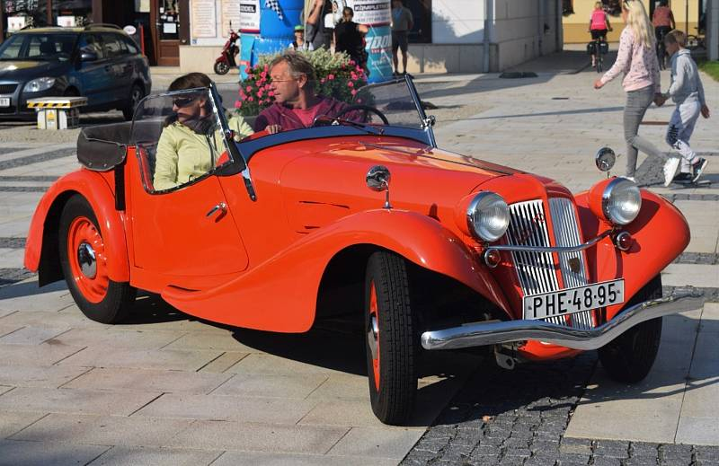 V Soběslavi v sobotu závodila historická vozidla.