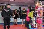 Dvojnásobný vícemistr České republiky a bývalý reprezentant v boxu David Kubíček s manželkou Věrou v Táboře 10. rokem provozuje vlastní klub, kde se věnují individuálním i hromadným tréninkům klasického i thajského boxu a K1.