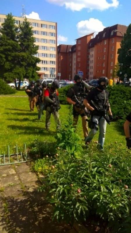Zásah policistů po incidentu v Sezimově Ústí.