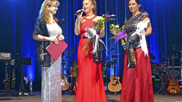 Cenu města převzaly Monika Škrdlová a Irena Havelková.