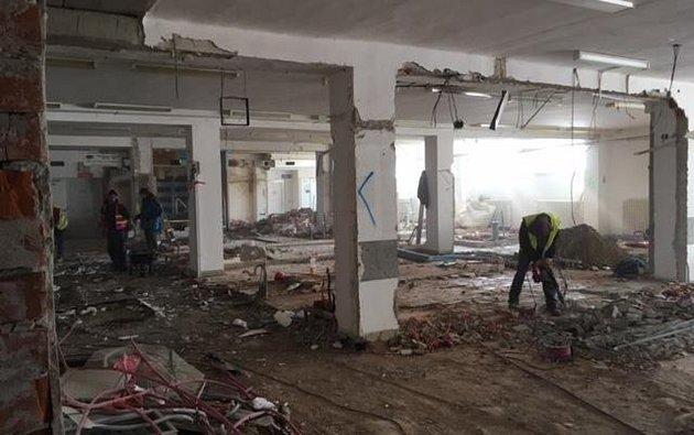 Současný stav rekonstruovaného interiéru plaveckého stadionu.