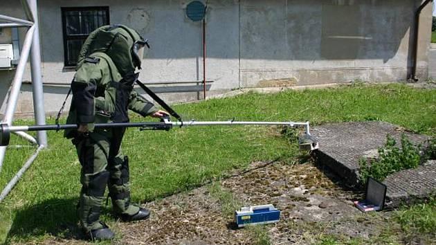 Pyrotechnici likvidovali výbušninu ve zdravotnické škole