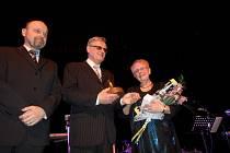 Manželé Karel a Květuše Juráňovi v sobotu na 17. veselském plese obdrželi cenu města.