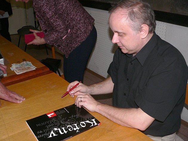 Alois Sassmann se svou publikací Kořeny