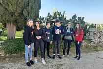 Pod svahem Etny pobyly v městě Catania, kde  navštívilypůvodní benediktýnský klášter, dnešní univerzitu. Na náměstí se vyfotily se symbolem města – sochou slona.