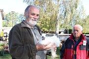 Místní chovatelé jako každým rokem první říjnový víkend pořádají svou chovatelskou výstavu. Nad holubi, kohouty či králíky a exotickým ptactvem dohlížejí velbloudi ze Záhostic u Chýnova. Ti lákají především děti. Výstava potrvá až do neděle.