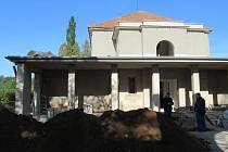 Smuteční síň v Soběslavi se dočkala rekonstrukce za 14 milionů, projekt má být hotov do 31. října.