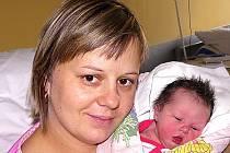 EMA SUDOVÁ ZE DVORCŮ. Narodila se 8. prosince ve 12.21 hodin s váhou 2400 g a mírou 46 cm. Doma už má sestřičku Nelinku (2,5).