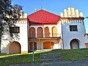 Národní kulturní památka - zámek Myslkovice.