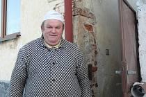 Důchodce Jaroslav Švejda ještě pamatuje čtyři třídy základní školy v Dudově. Do vyšších tříd už chodil se svými vrstevníky do sousedního Skrýchova u Malšic.