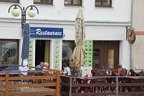 Po několika týdenní odstávce Městské muzeum v Bechyni láká do svých interiérů. Keramickými sochami navíc ozdobili centrum a pomalu a jistě otevírají i restaurace.