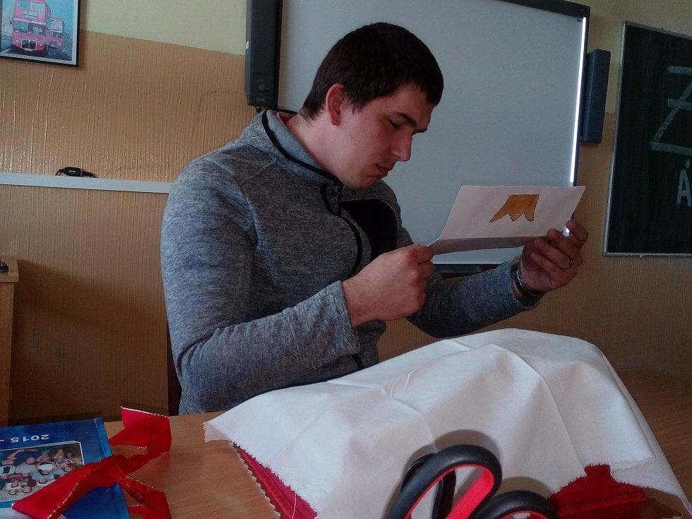 Lukáš Lis v pondělí učil s korunkou Zlatý Ámos.