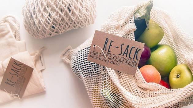 RE-SACK. Resáčky jsou jednou z mnoha pomůcek, které lze využít při bezobalovém nakupování.