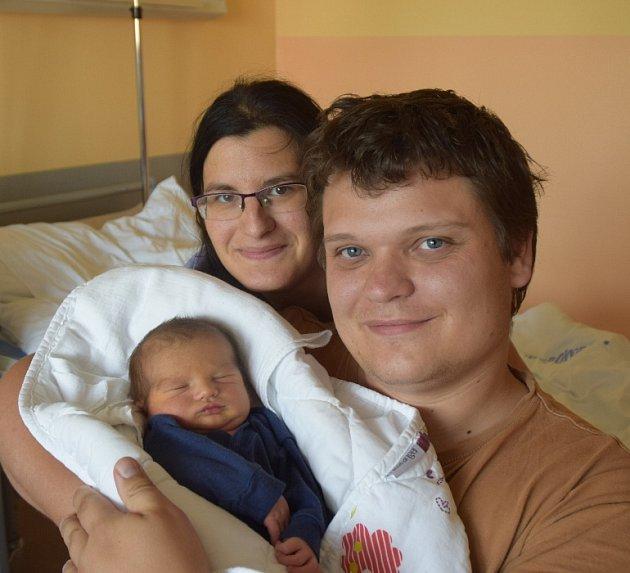 Jonáš Kotek ze Sezimova Ústí. Poprvé na svět pohlédl 22. července v 6.50 hodin. Vážil 3200 gramů, měřil 49 cm a už má brášku Kryštofa, kterému je tři a půl roku.