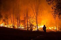POŽÁR KŮLNY.Ve středu krátce před půlnoci, začala v Maršově hořet kůlna, ve které parkovaly zemědělské stroje. Při požáru vznikla škoda dva miliony korun.  Hasičům trvalo necelé tři hodiny, než oheň úplně zlikvidovali.