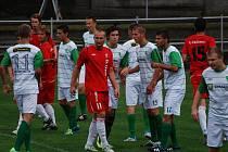 Hráči rezervního týmu Táborska odehráli v Tachově zápas dvou rozdílných poločasů. Ve střelecké listině (stejně jako mezi protihráči na snímku z minulého utkání) zůstal na straně poražených osamocen Jan Chotovinský.