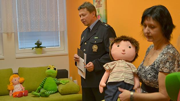 Táborská policie získala výslechovou místnost pro děti.