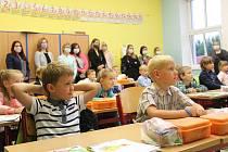 V Mladé Vožici otevřela místní základka dvě první třídy, do každé nastoupilo 24 dětí.