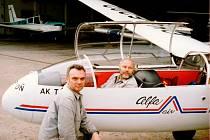 V letech 1988 až 1999 u nás existovala akrobatická skupina, který prováděla skupinovou, zrcadlovou a vstřícnou akrobacii na bezmotorových letadlech L-13 A Blaník.
