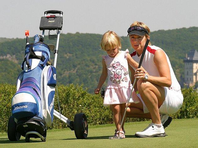 Golf si ráda zahraje i Kateřina Neumannová
